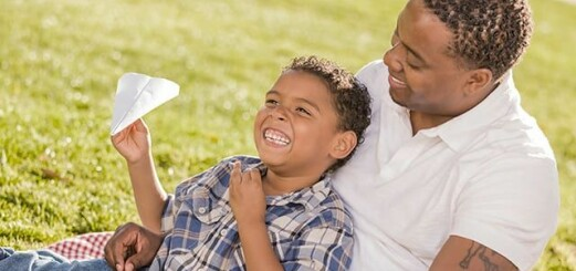 Så här berömmer du ditt barn rätt