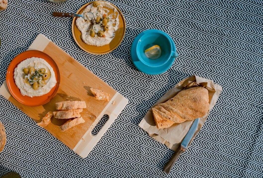 Hummus är perfekt att ta med som matsäck! Foto: Unsplash