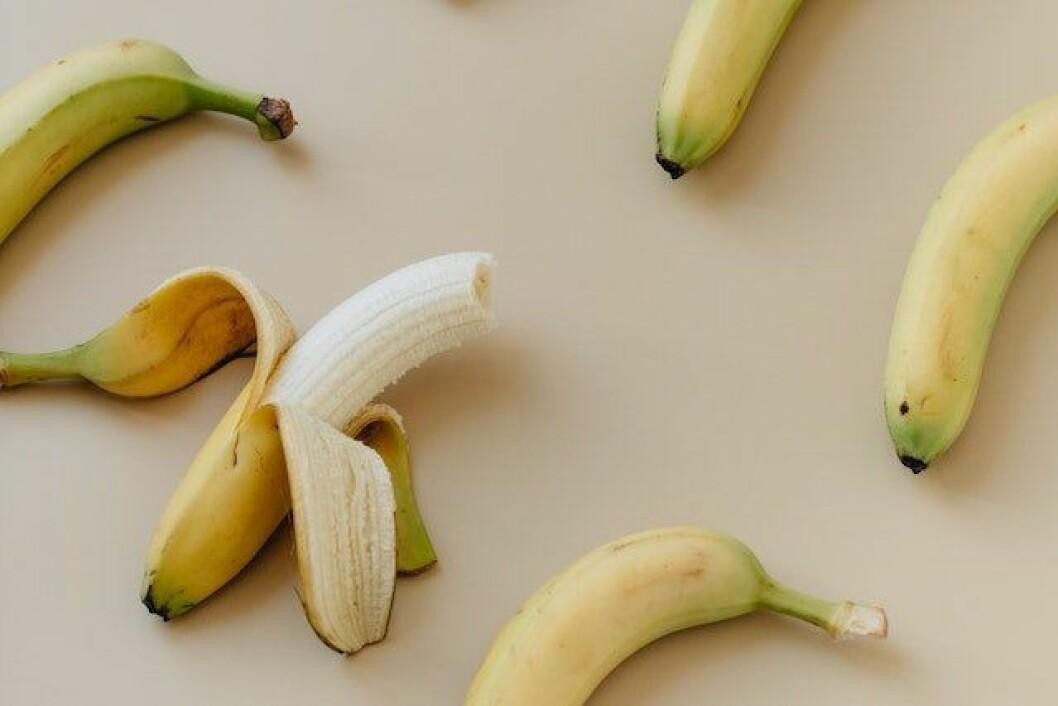 Trådarna på bananen är inte längre ett mysterium! Artikelbild: Pexels
