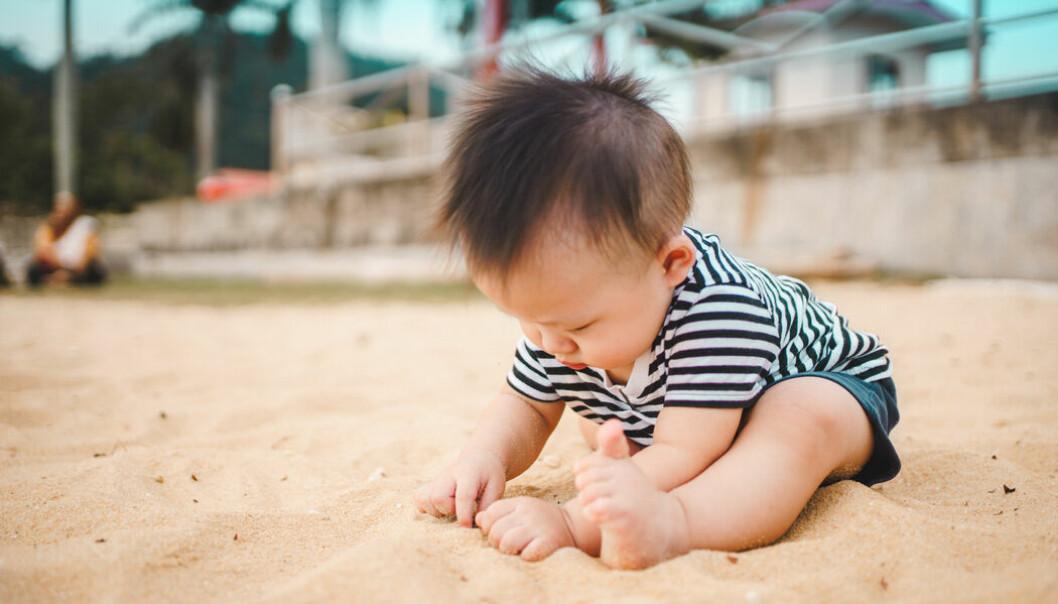 Så skyddar du din bebis från solens strålar och värme i sommar. Foto: Envato Elements