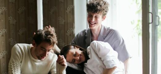 Polygama Anna är gravid: